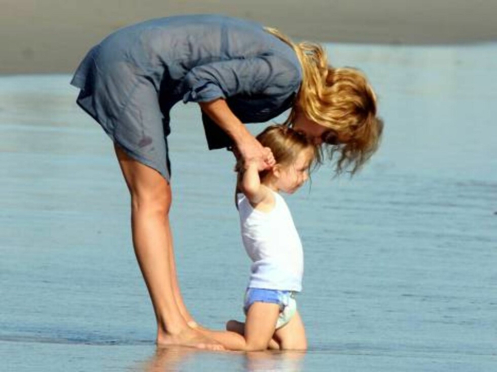 Kate Hudson takes son Ryder to the beach in malibu July 28, 2006 X17agency exclusive Foto: All Over Press