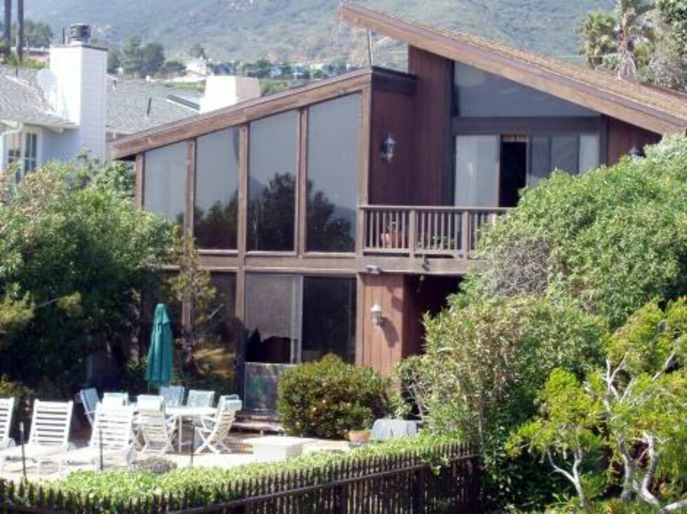 A few celebrity houses are threatened by fire in the hills around Malibu, Jessica Simpson, Heather Locklear, Britney Spears, Pierce Brosnan, Brad Pitt, Barbra Streisand. X17agency exclusive here is Kate Hudson's mansion in Malibu / ALL OVER PRESS Foto: All Over Press