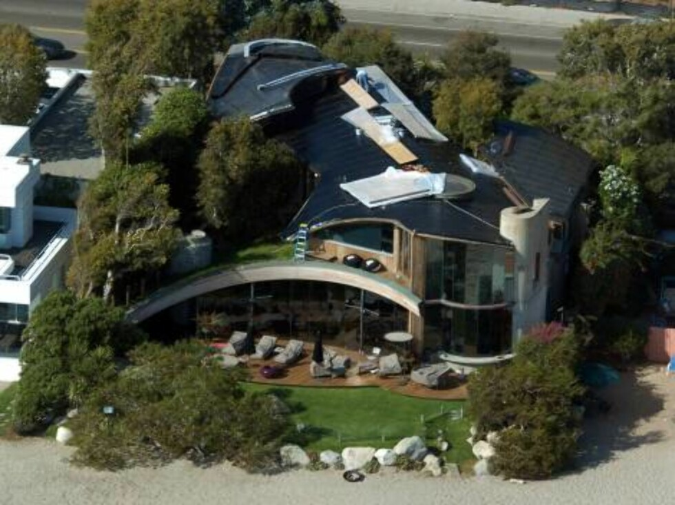 Code: X17XX8- Rhea, MALIBU, USA, 04.10.2004: ACTRESS Courteney Cox remodelling her beach mansion in Malibu October 4, 2004 exclusive aerial All Over Press/ X17 agency/ Rhea / ALL OVER PRESS Foto: All Over Press