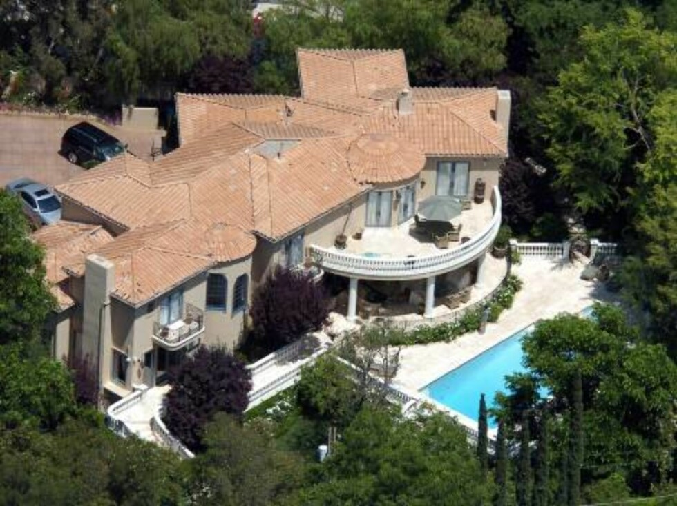 Mary-Kate and Ashley Olsen's mansion in Encino where the twin sisters live with their family. July 7 2004 X17agency / ALL OVER PRESS Foto: All Over Press