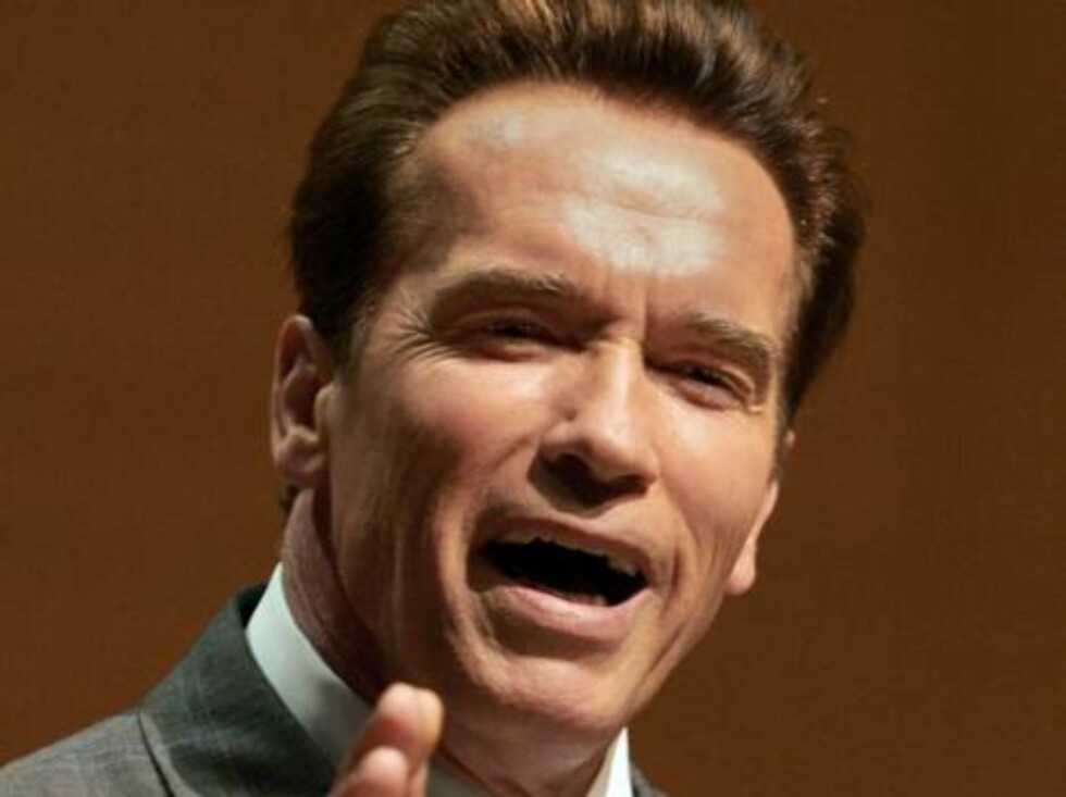 California Gov. Arnold Schwarzenegger talks about the importance of education to some 900 high school choir members, staff and families at the 17th annual High School Choir Festival at Disney Hall in Los Angeles on Monday, March 20, 2006. Schwarzenegger w Foto: AP/Scanpix