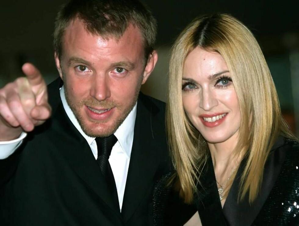 PROFF MANN: Selv ikke når regissørektemannen Guy Richie viser vei, går Madonnas filmer til topps. Foto: AP/Scanpix