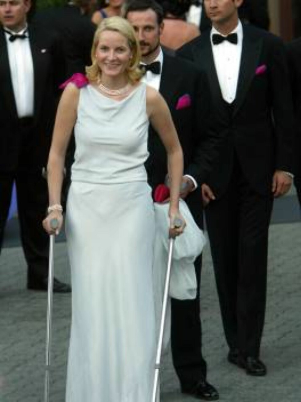 405744 34: Norwegian Princess Mette Marit leaves a reception hosted by the government on crutches  May 23, 2002 in Trondheim, Norway. The couple is here to attend the wedding of Norwegian Princess Martha Louise and Ari Behn  May 24. (Photo by Michel Porro Foto: All Over Press