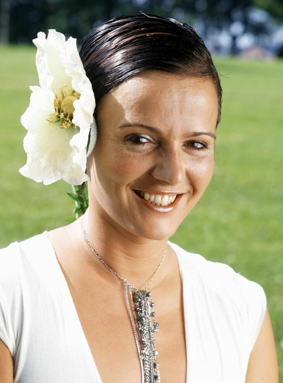 SA JA: Humørsprederen Synnøve Svabø giftet seg i Haugesund. Foto: Tore Skaar, Se og Hør