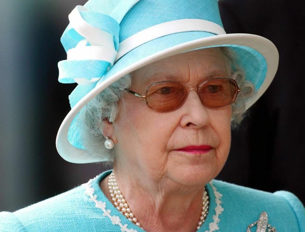 VILLE GÅ AV?: I følge ny film, vurderte dronning Elizabeth å gi fra seg tronen i 1997... Foto: All Over Press
