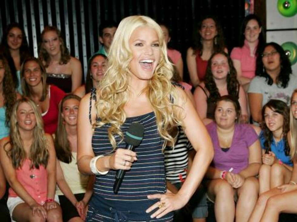 NEW YORK - JULY 19:  (U.S. TABLOIDS OUT) Singer/actress Jessica Simpson makes an appearance on MTV's Total Request Live July 19, 2006 in New York City.  (Photo by Evan Agostini/Getty Images)71462611EA079_MTV_TRL_With_ *** Local Caption *** Jessica Simpson Foto: All Over Press