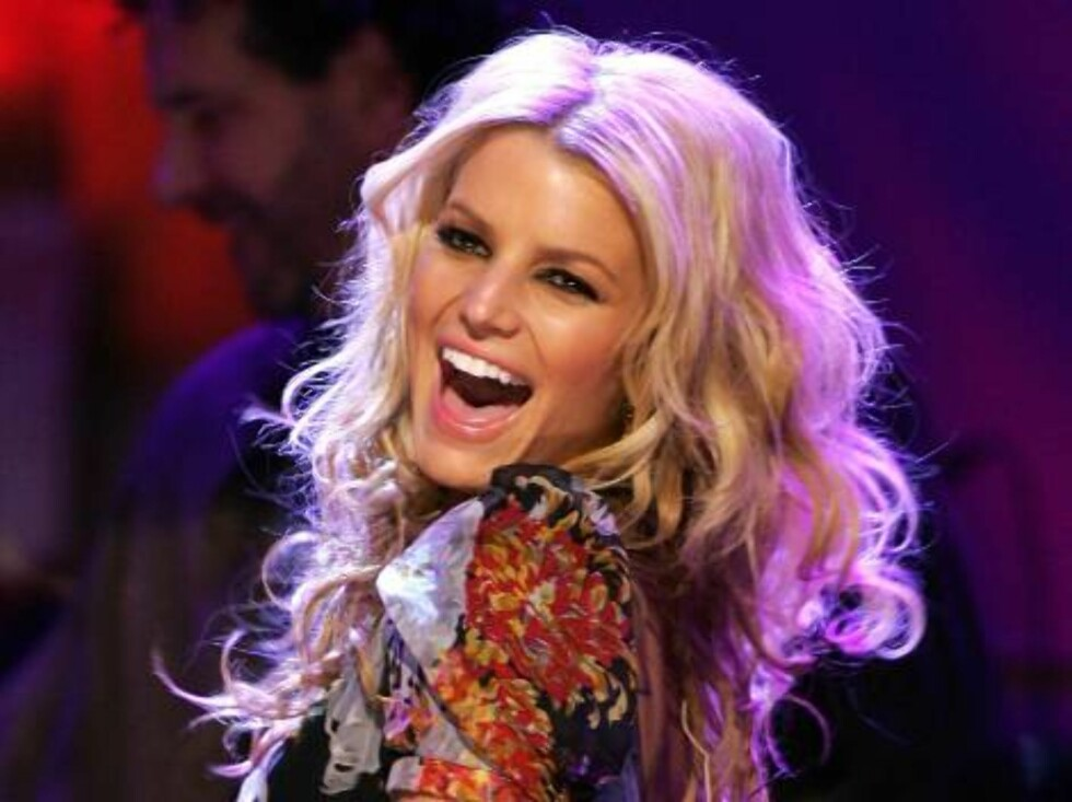 NEW YORK - MAY 03:  Singer Jessica Simpson performs onstage at the MTV Networks Upfront at the Paramount Theater May 3, 2005 In New York City.  (Photo by Scott Gries/Getty Images) / ALL OVER PRESS52752346SG088_MTV_Networks_ *** Local Caption *** Jessica S Foto: All Over Press