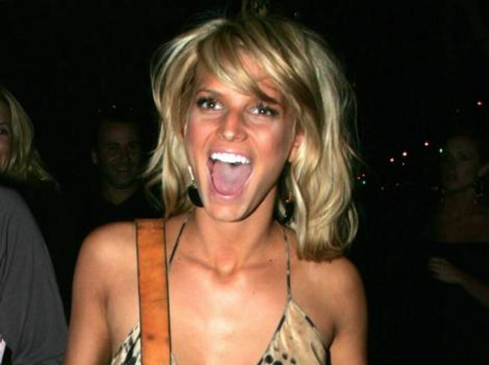Code: X17XX8 - Stefan-Blanco, Beverly Hills, USA, 03.04.2005: Jessica Simpson has a big laugh as she leaves Barney's in Beverly Hills. All Over Press / X17 Agency / Stefan-Blanco / ALL OVER PRESS Foto: All Over Press