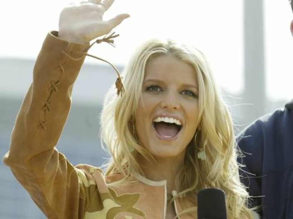 HOUSTON - FEBRUARY 1:  Singer Jessica Simpson performs on the MTV TRL Super Bowl edition at Reliant Park in Houston, Texas, February 1, 2004.  (Photo by Frank Micelotta/Getty Images) / ALL OVER PRESS *** Local Caption *** Jessica Simpson Foto: All Over Press