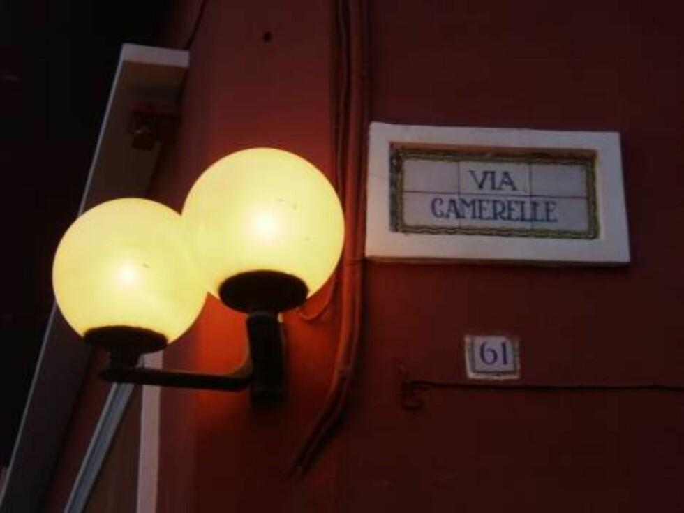 KJENT GATE: Via Camerelle er Capris verdensberømte shoppinggate. Foto: Erik Valebrokk