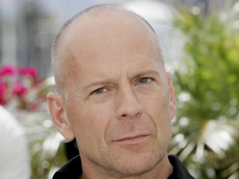 CANNES, FRANCE - MAY 21:  US actor Bruce Willis attends a photocall promoting the film 'Over The Hedge' at the Palais during the 59th International Cannes Film Festival on May 21, 2006 in Cannes, France.  (Photo by Gareth Cattermole/Getty Images) *** Loca Foto: All Over Press