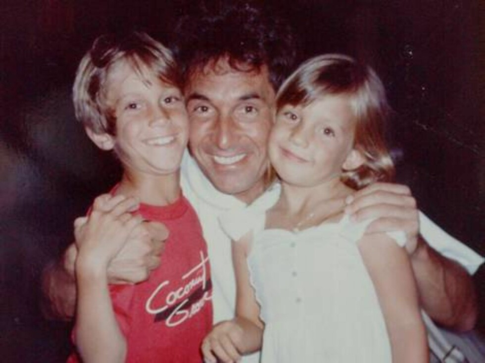 FILE: Hudson family album. Collect picture showing Kate Hudson aged 6 years with her father Bill and her brother Oliver in Orlando Florida.  Photo: DR Code: 3011  COPYRIGHT STELLA PICTURES Foto: Stella Pictures