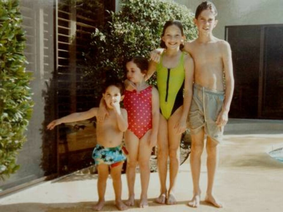 FILE: Hudson family album. Collect picture showing (L/R) Zachary, Emily Kate Hudson aged 8 years with her brother Oliver in Palm Springs,C.A.  Photo: DR Code: 3011  COPYRIGHT STELLA PICTURES Foto: Stella Pictures