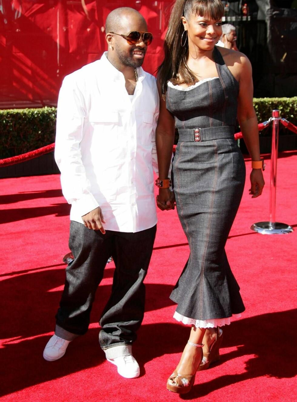 STØTTER KONA: Produsent-kjæresten Jermaine Dupri støtter Janet i forsøket på å slå igjennom på lerretet. Foto: All Over Press