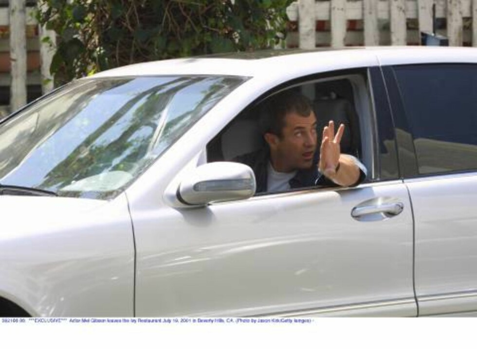 392166 06:  ***EXCLUSIVE***  Actor Mel Gibson leaves the Ivy Restaurant July 19, 2001 in Beverly Hills, CA. (Photo by Jason Kirk/Getty Iamges) /ALL OVER PRESS Foto: All Over Press