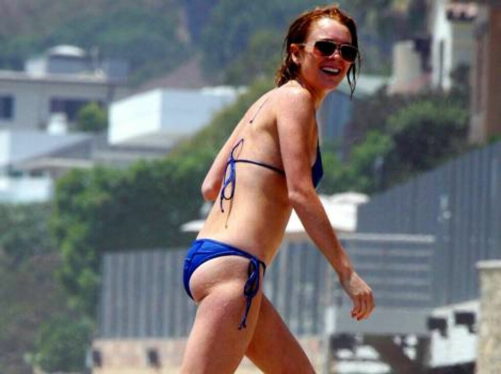 Lindsay Lohan shows her legs on the beach July 30, 2006 X17agency exclusive Foto: All Over Press