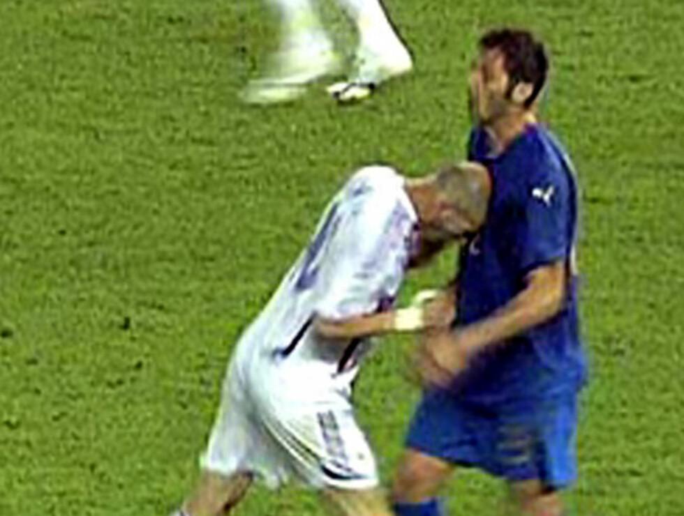 """<strong>MISTET HODET:</strong> Zidane skaller til Materazzis brystkasse og borer seg vei inn i fotballens """"Hall of shame"""". Foto: AP"""