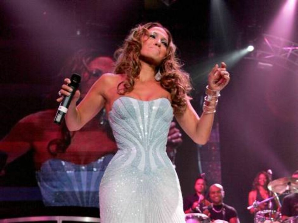 NEW YORK - AUGUST 09:  Musician Jennifer Lopez performs live on stage during the Juntos Tour concert at Madison Square Garden on August 9, 2006 in New York City.  (Photo by Bryan Bedder/Getty Images) *** Local Caption *** Jennifer Lopez  * SPECIAL INSTRUC Foto: All Over Press