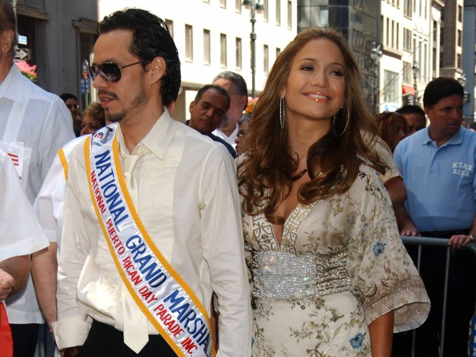 PARADEPAR: Både Marc Anthony og Jennifer Lopez er superkjendiser blant latinamerikanerne, og ble tiljublet av folkemengden. Foto: KRISTIN CALLAHAN - ACEPIXS.COM