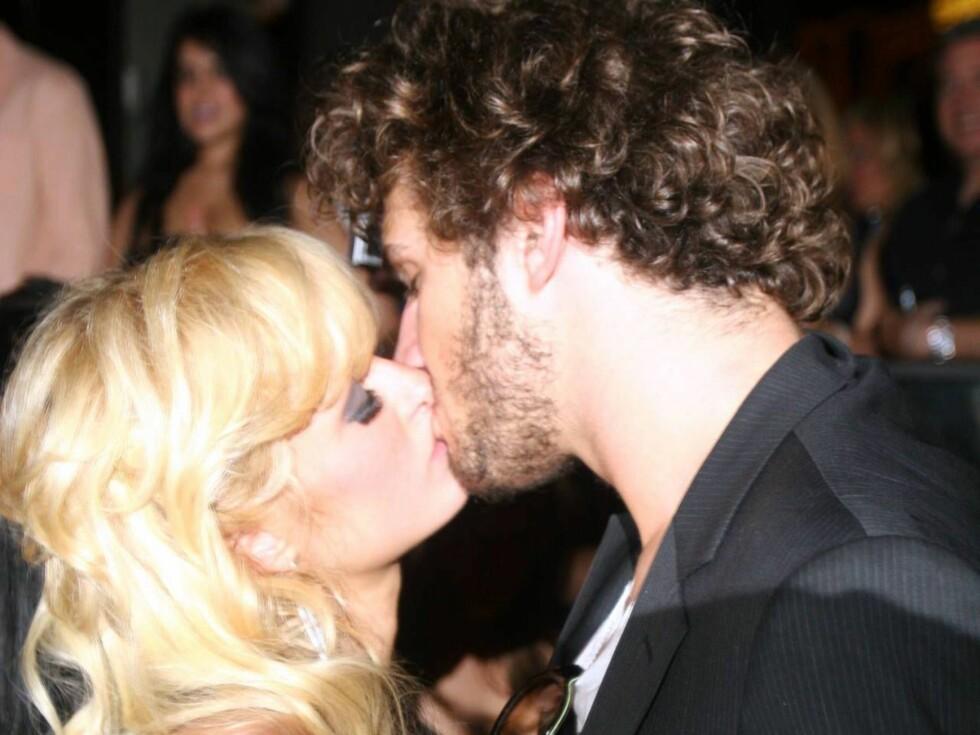 <strong>SAMMEN IGJEN ?:</strong> Paris Hilton og Stavros Niarchos har hatt et av og på forhold, men slo opp i mai. Nå lurer mange på om de er sammen igjen. Foto: All Over Press