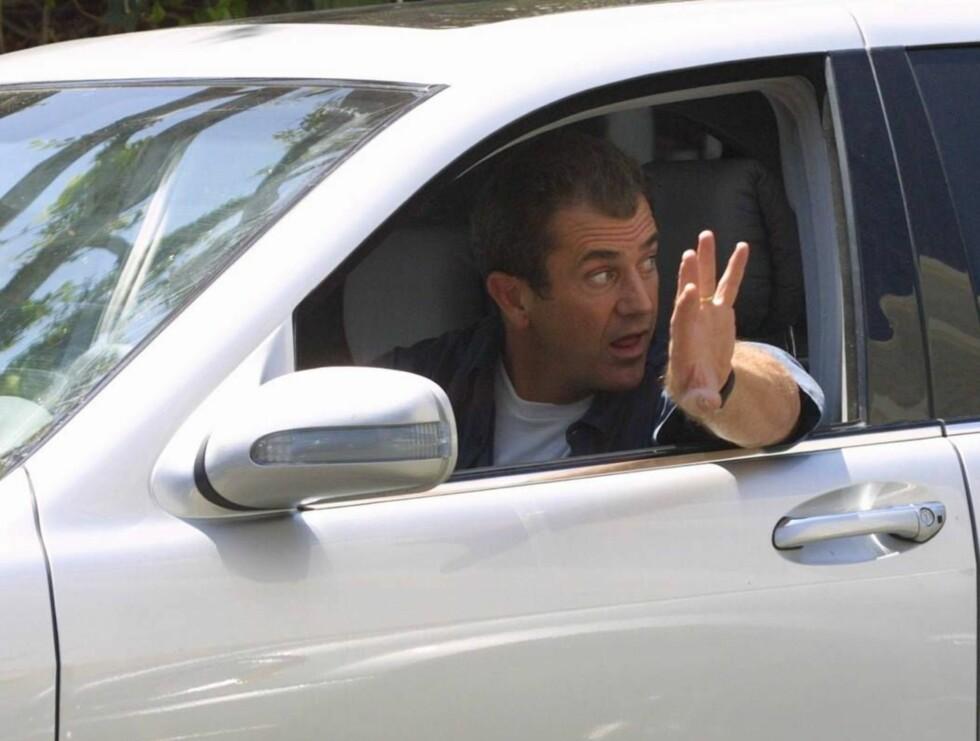 BLIR PASSASJER: Det blir nok en stund til Mel Gibson får sitte bak rattet igjen... Foto: All Over Press