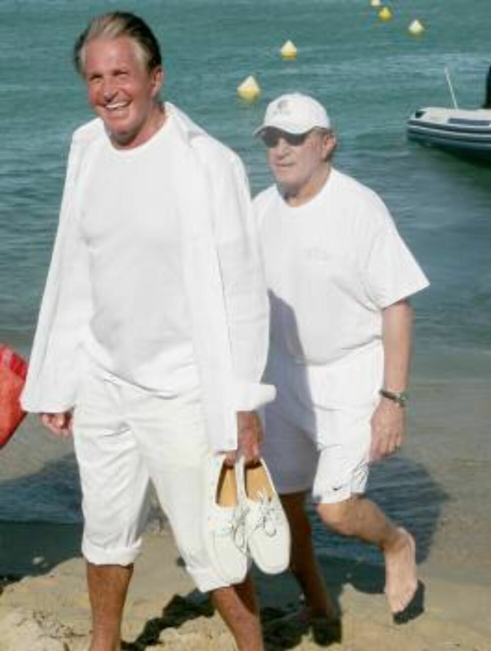 George Hamilton arrives at the Nikki Beach in Saint-Tropez, France on August 1, 2006. Dressed with an all-white outfite, Hamilton comes for the 'P;Diddy' party... Photo:  ABACAPRESS.COM  Code:4001/102776 COPYRIGHT STELLA PICTURES Foto: Stella Pictures