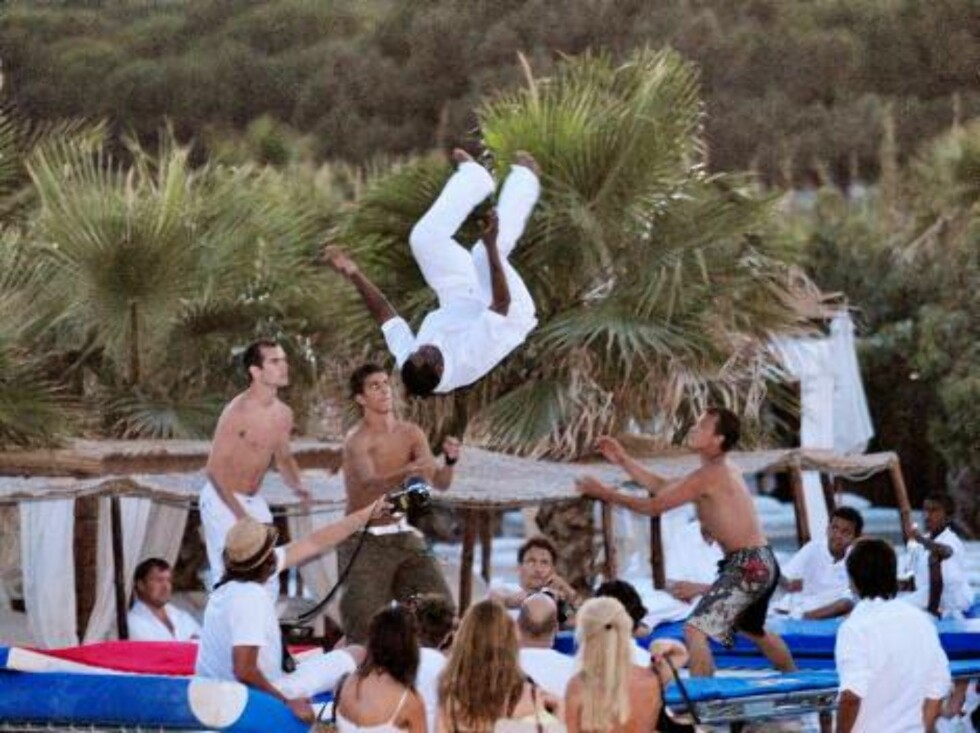 Sean 'P.Diddy' Combs and his friends spent good time at the Nikki Beach in Saint-Tropez, France on August 1, 2006. After given a party the night before at the VIP Room, P.Diddy and his entourage are ready to burn up the night here...   Photo: ABACAPRESS   Foto: STELLA PICTURES