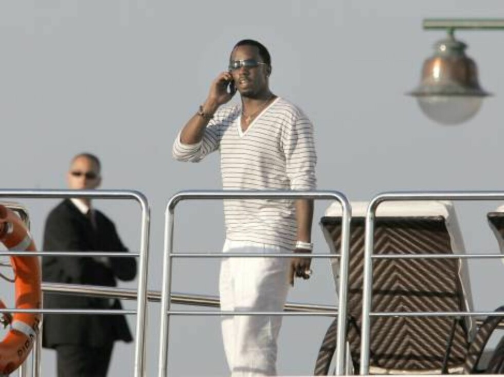 U.S. recording artist Sean 'P. Diddy' Combs speaks on the cell to somebody on his yacht in the harbour of Saint Tropez, South of France on July 31, 2006.   Photo: ABACAPRESS  Code: 4001/102724  COPYRIGHT STELLA PICTURES Foto: STELLA PICTURES
