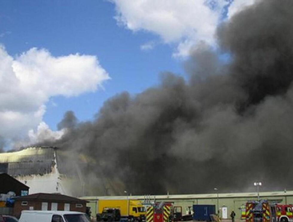STORBRANN: Røyken fra brannen kunne sees mange mil unna.
