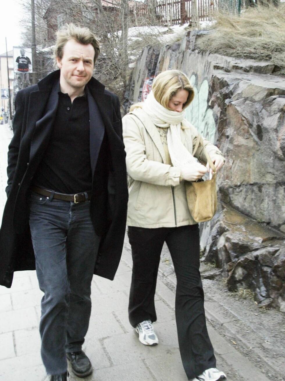 <strong>UTE TIL LUNCH:</strong> Maria er superstjerne i Sverige og forsøkte å gjemme seg bak et sjal. Foto: Johnny Axelsson