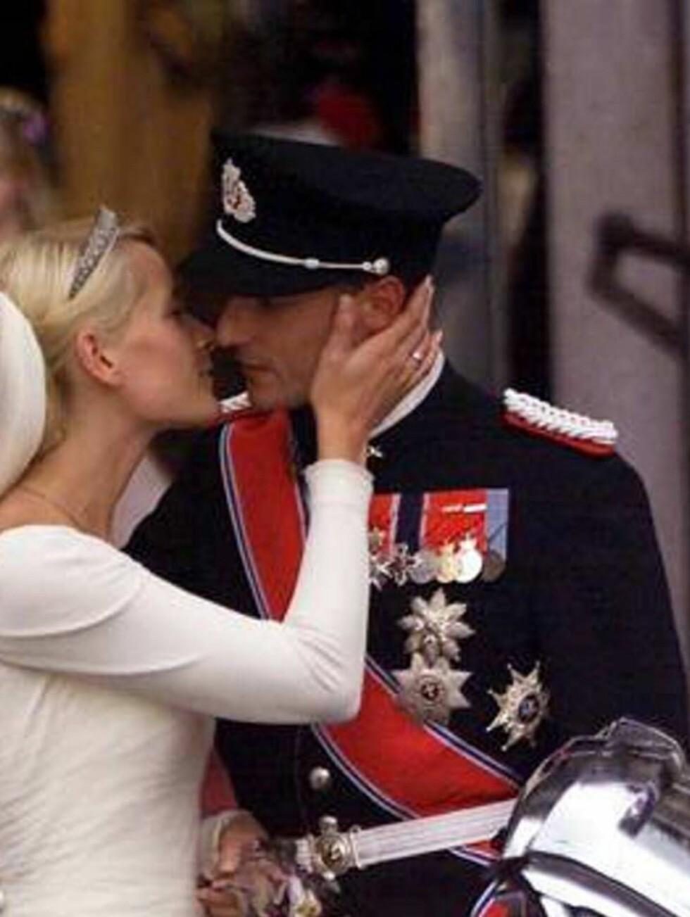 TIDEN FLYR: Det er allerede gått fem år siden kronprinsparet ga hverandre sitt ja. Foto: NUNN Syndication