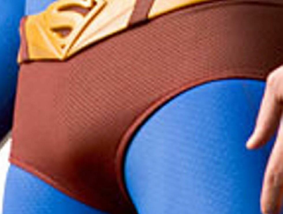 SUPER-UTSTYR: Brandon Routh hadde for stor bul i buksa... Foto: Filmweb.no