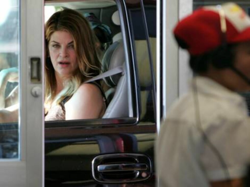 Los Angeles 20060203  Has Kirstie Fallen Off the Wagon? Uh oh, here's Kirstie Alley at 'IN-N-OUT BURGER' in Los Angeles, where the food isn't exactly considered Jenny Craig compatible. Picture: Kirstie Alley  Photo: Fame Pictures Code:4002  COPYRIGHT STEL Foto: Stella Pictures