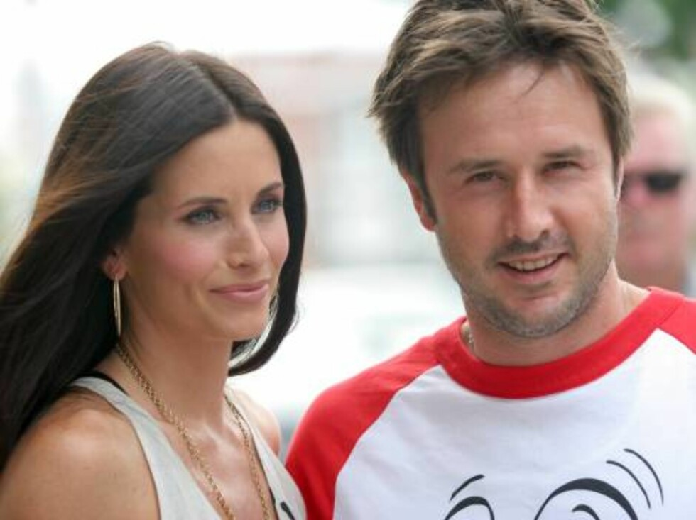 """Courteney Cox and David Arquette arrive at the premiere of """"Barnyard"""" at the Cinerama Dome in Los Angeles Sunday, July 30, 2006. (AP Photo/Branimir Kvartuc) Foto: AP/Scanpix"""