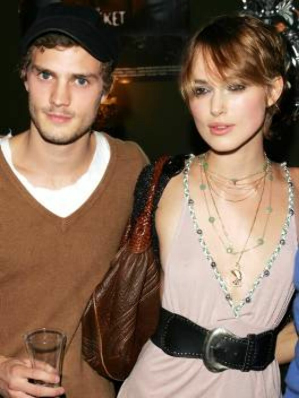 """LONDON - MAY 9:  (UK TABLOID NEWSPAPERS OUT) Actress Keira Knightley and her boyfriend Jamie attend a screening of """"The Jacket"""" at the Rex Cinema and bar on May 9, 2005 in London, England. (Photo by Dave Hogan/Getty Images)  / ALL OVER PRESS52777438DHN062 Foto: All Over Press"""