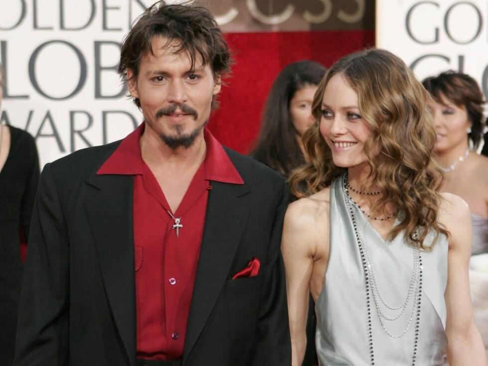 STÅR VED MANNENS SIDE:  Om sju år vil Jonny Depp vrake filmkarrieren og bruke mer på tid på samboeren Vanessa Paradis og parets to barn. Foto: AP