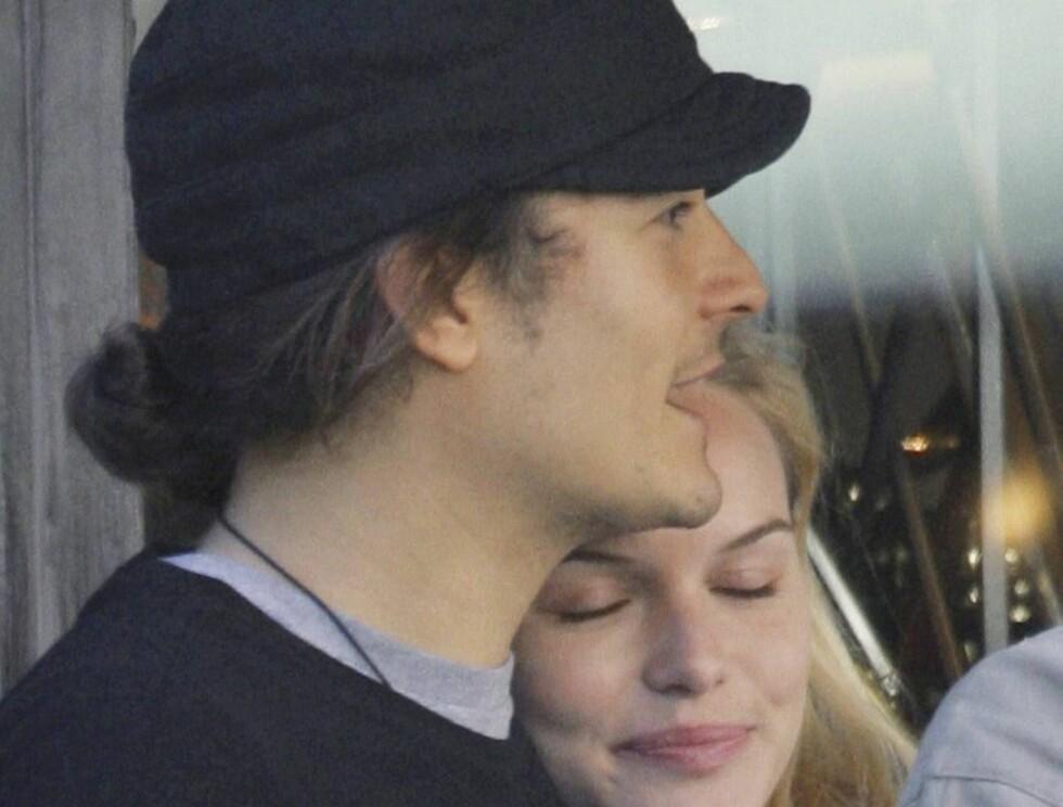 REKLAMETREFF: Orlando traff Kate da de begge var med i en reklamefilm i 2002, og mange tror han snart vil fri til kjærsten... Foto: colourpress.com