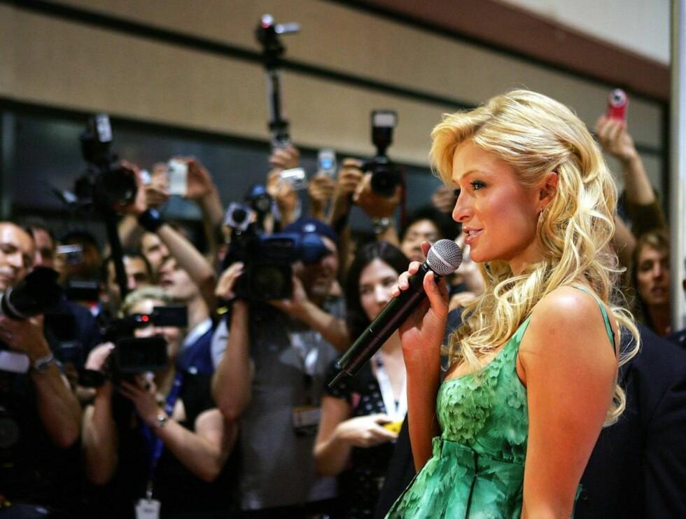 """ORGINALEN: Paris Hilton er vant til fotografenes søkelys, og har allerede hatt en hit med singelen """"Stars are blind"""". Foto: All Over Press"""