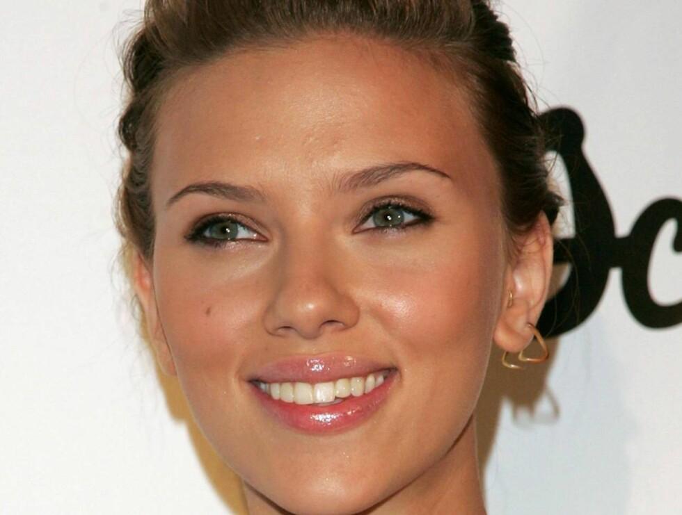 STRIPTEASE: Scarlett Johansson ble flau da hun fikk en stripper i fanget... Foto: All Over Press