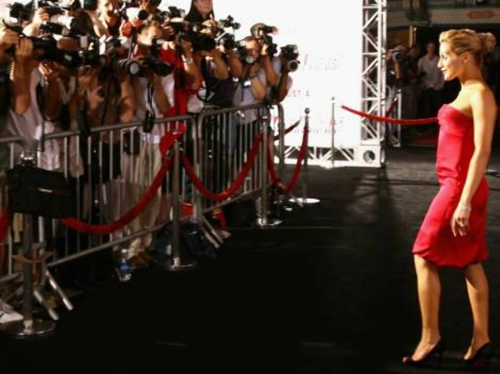 """LOS ANGELES, CA - JULY 26:  Actress Brittany Murphy arrives at the premiere of """"Talladega Nights: The Ballad of Ricky Bobby"""" at Mann's Grauman Chinese Theater on July 26, 2006 in Hollywood, California.  (Photo by Kevin Winter/Getty Images) *** Local Capti Foto: All Over Press"""