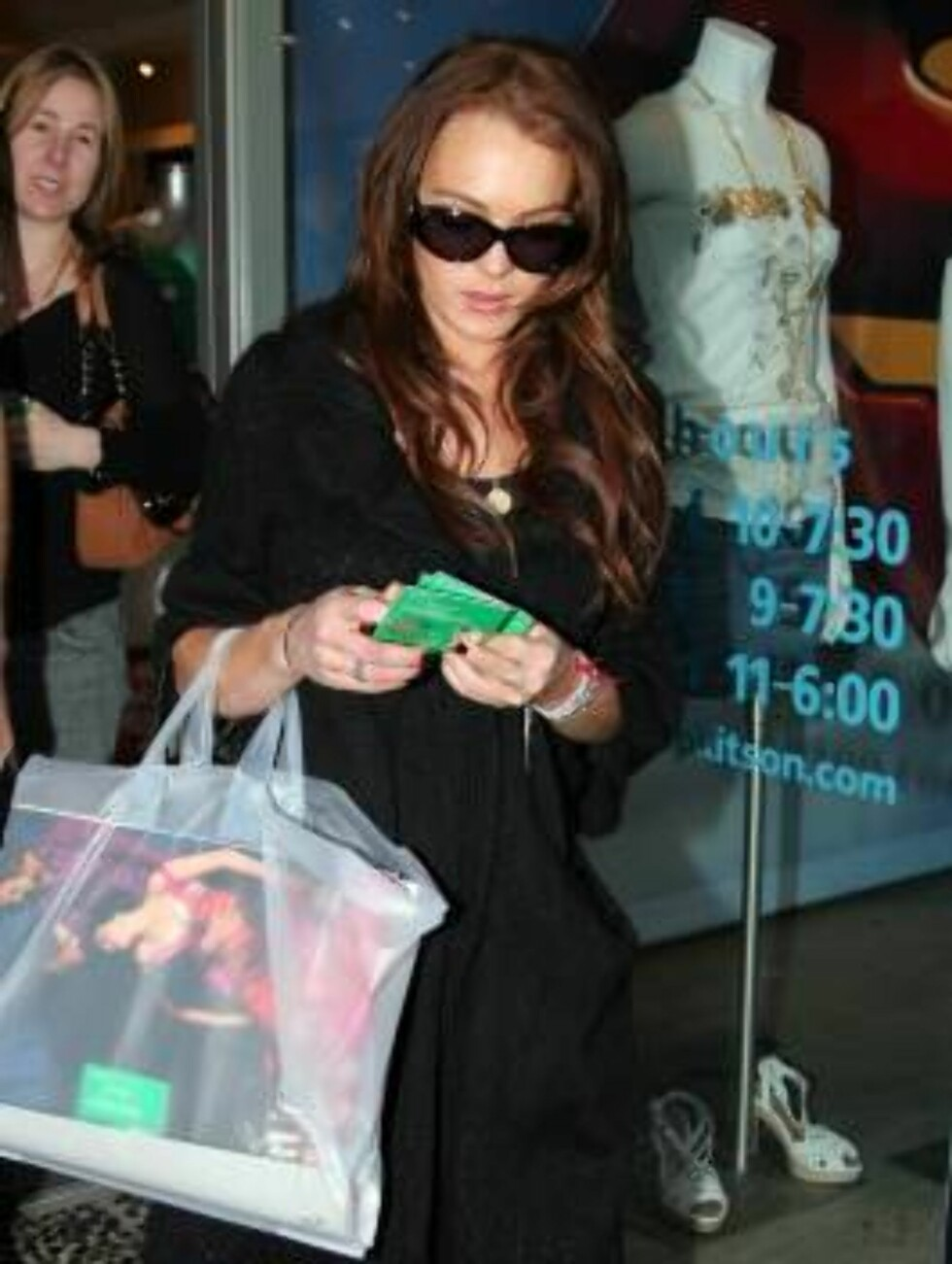 Lindsay Lohan shopping at Kitson promotes her next movie Just My Luck. April 29, 2006  X17agency exclusive / ALL OVER PRESS Foto: All Over Press