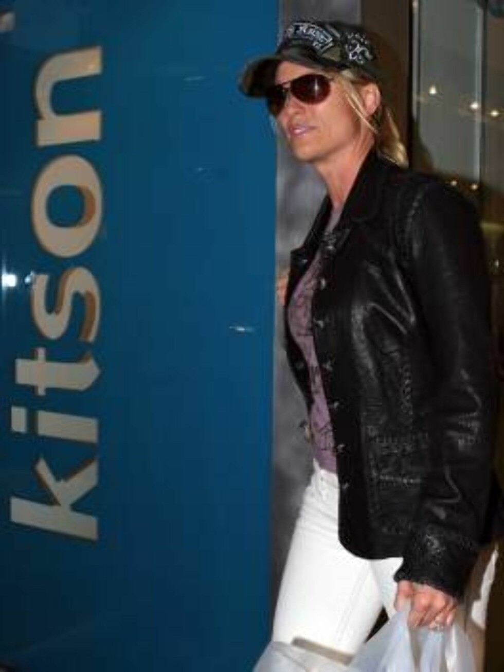 Nicolette Sheridan shopping at Kitson store in West Hollywood sporting her engagement ring. March 16, 2006 X17agency EXCLUSIVE / ALL OVER PRESS Foto: All Over Press
