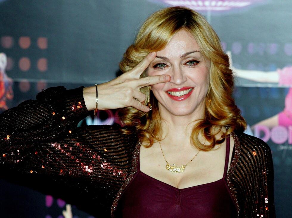 KREVENDE: Den 164 centimeter høye Madonna er livredd for at toalettsetet hennes skal bli solgt på nettauksjonen eBay! Foto: All Over Press