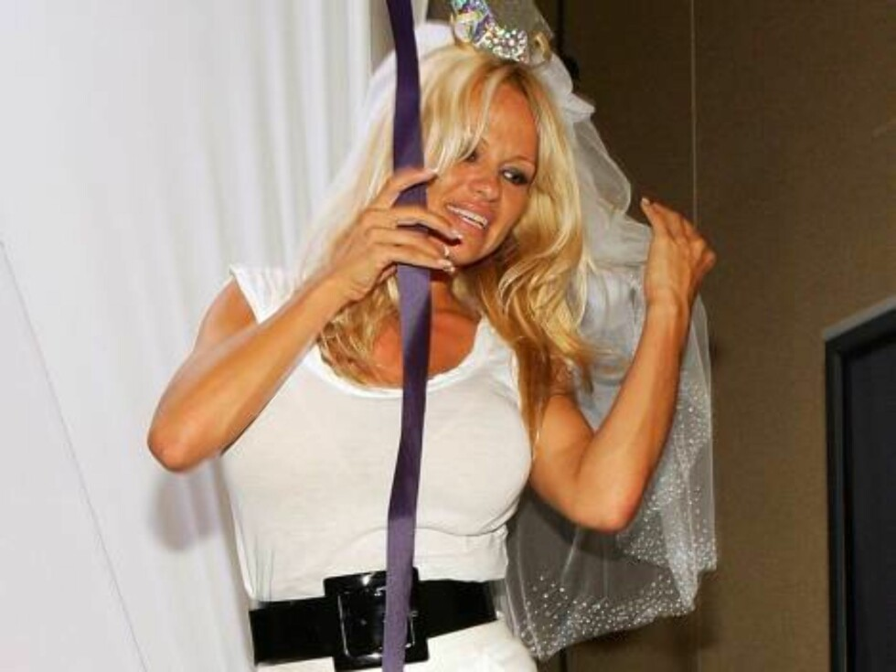 <strong>LAS VEGAS - JULY 26:</strong>  Actress Pamela Anderson attends a news conference at the 2006 World Series of Poker at the Rio Hotel & Casino to announce the launch of PamelaPoker.com July 26, 2006 in Las Vegas, Nevada. Anderson will regularly appear on the site, w Foto: All Over Press