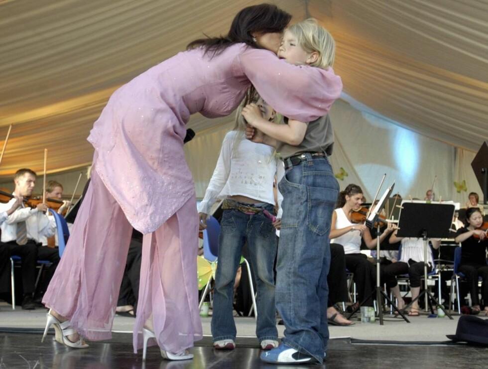 MAMMAS GUTT: Amadeus har vært med Carola på hele sommerturneen, og avsluttet med en sang! Foto: Stella Pictures