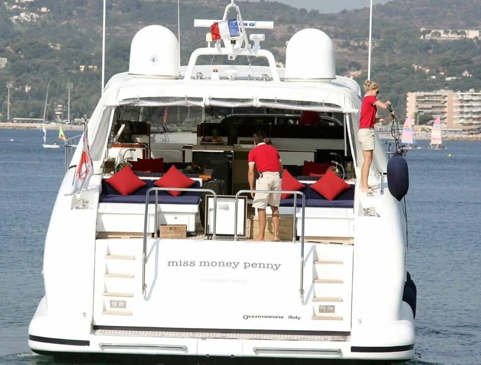 <strong>FØRSTE JA:</strong> Lørdag gir Pamela og Kid Rock hverandre sitt ja på denne båten utenfor den franske riviera. Foto: All Over Press