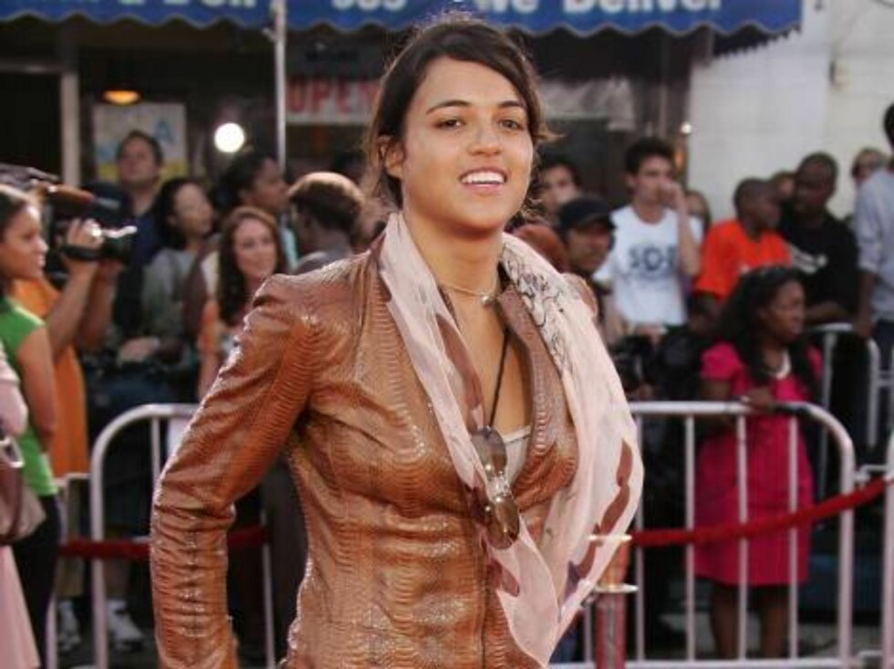 """<strong>WESTWOOD, CA - JULY 20:</strong>  Actress Michelle Rodriguez arrives at the Universal Pictures premiere of """"Miami Vice"""" held at the Mann's Village Theatre on July 20, 2006 in Westwood, California.  (Photo by Frazer Harrison/Getty Images) *** Local Caption *** Mich Foto: All Over Press"""