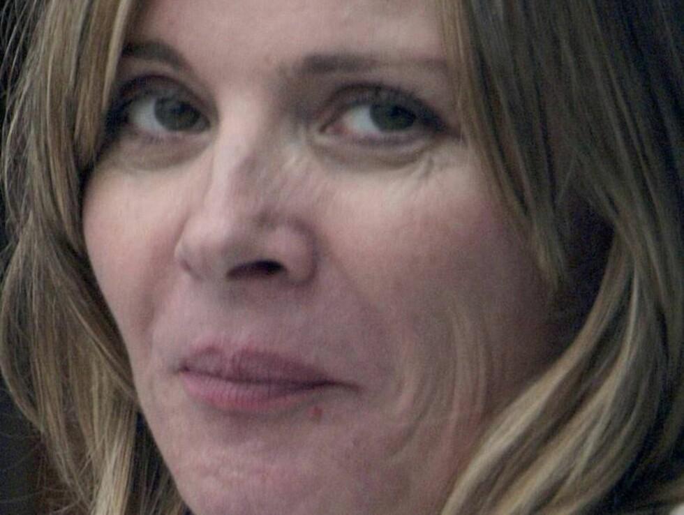 AVSLØRT: Kim Cattrall nærmer seg femti, og da er det lov med litt rynker. Til nå har hun likevel skjult dem godt. Foto: colourpress.com
