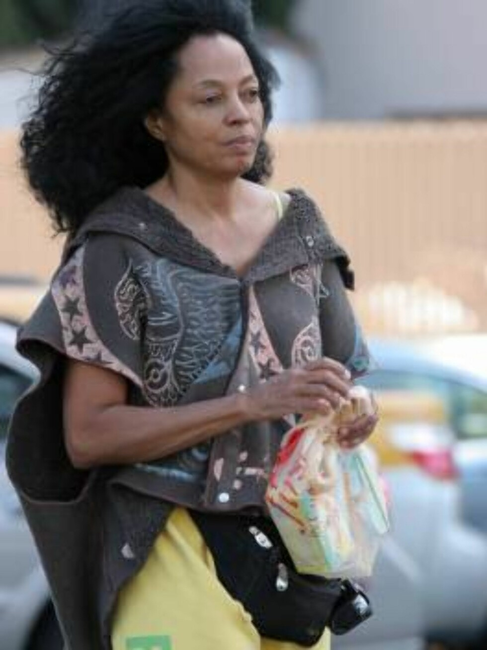Out of rehab Diana Ross buying butter in Hollywood. The star is supposed to perform with Christina Aguilera in november. October 10, 2005 X17agency EXCLUSIVE / ALL OVER PRESS Foto: All Over Press