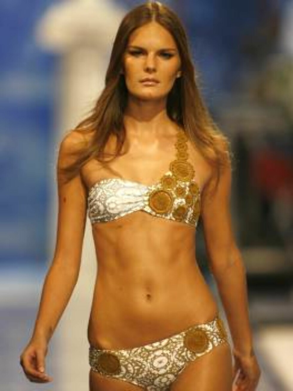 A model shows a design of  Agua de Coco's collection during the Sao Paulo Fashion Week in Sao Paulo, Brazil, Friday, July 14, 2006. (AP Photo/Andre Penner) Foto: AP
